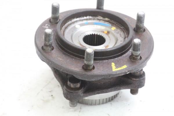 Radnabe Toyota HILUX 7 vorn links 4357004010 2.5 ABS 88 KW 120 PS Diesel 02-2009 gebraucht