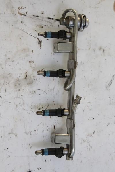 Einspritzventil Audi A4 8E 058133681C vier Ventile mit Verteilerrohr 2.0 Benzin gebraucht